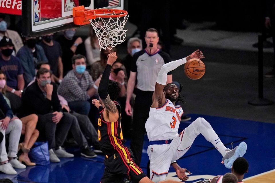 New York Knicks' Nerlens Noel, right, blocks a