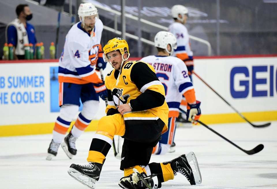 Sidney Crosby #87 of the Pittsburgh Penguins warms
