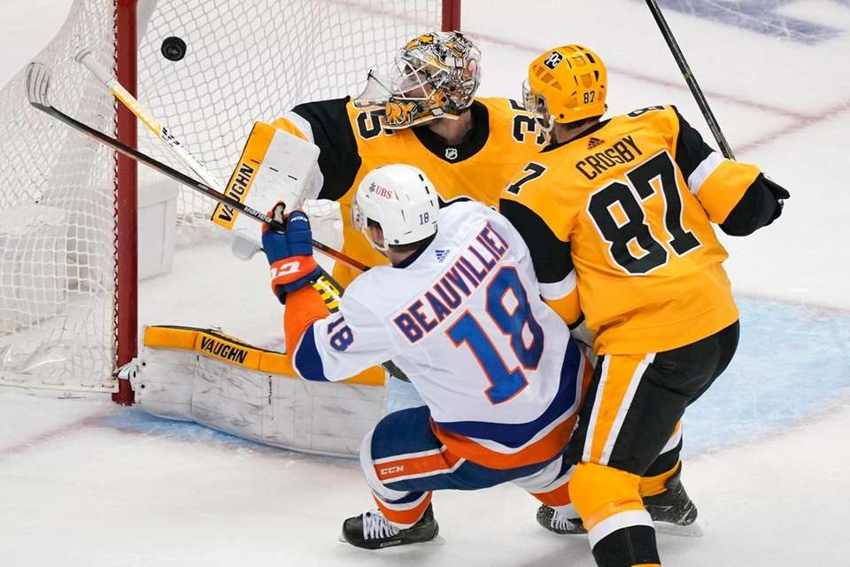 New York Islanders' Anthony Beauvillier (18) gets a