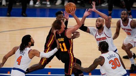 The Knicks' Derrick Rose, left, fouls the Hawks'