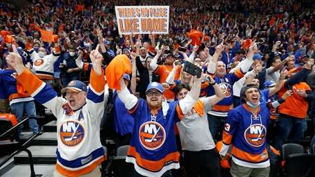 Islanders fans celebrates a goal during the second
