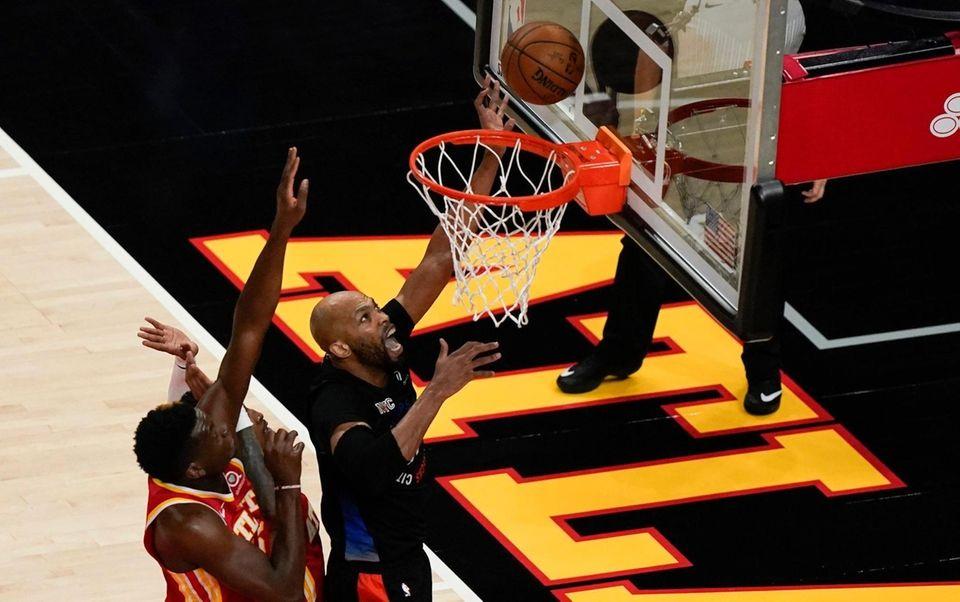 New York Knicks' Taj Gibson (67) scores against