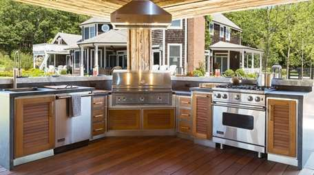 An outdoor kitchen design by Showcase Kitchens in
