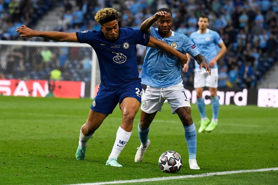 Chelsea's Reece James, left, fights for the ball