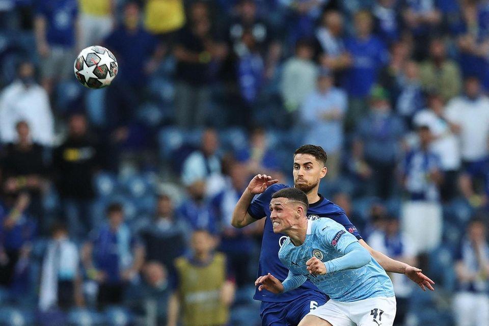Chelsea's Italian midfielder Jorginho (Top) fights for the
