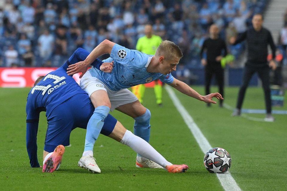 Manchester City's Ukrainian midfielder Oleksandr Zinchenko (R) fights
