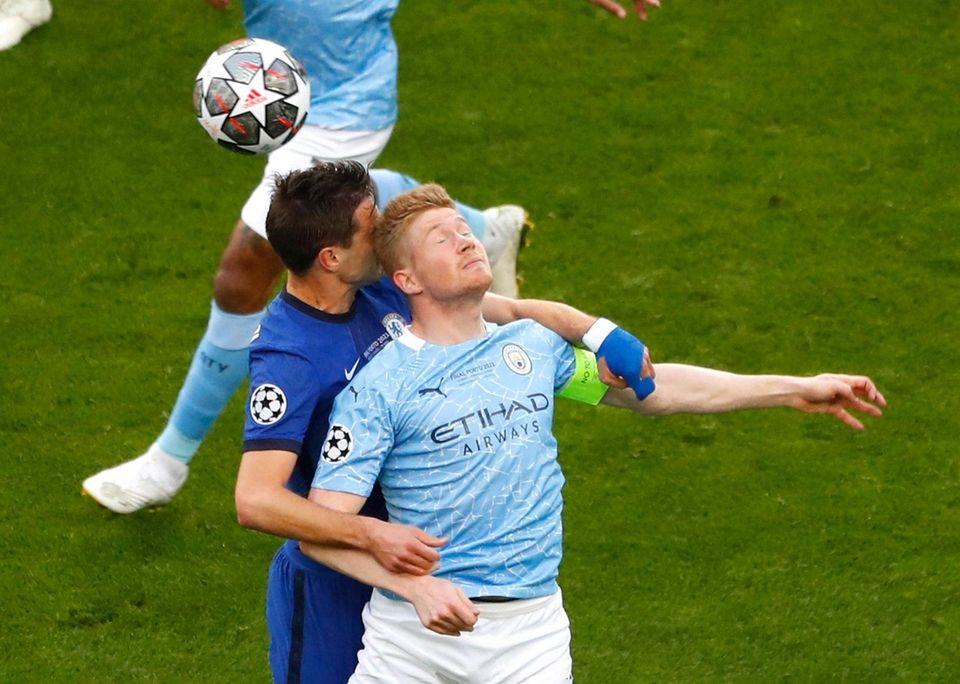 Chelsea's Cesar Azpilicueta jumps for the ball against