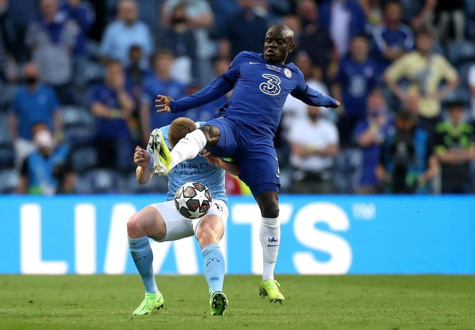 Kevin De Bruyne of Manchester City and N'Golo