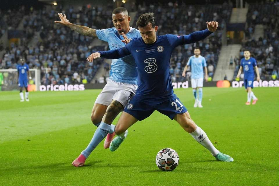 Chelsea's Ben Chilwell, right, and Manchester City's Gabriel