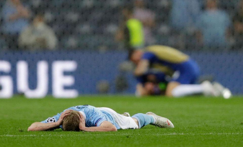 Manchester City's Ukrainian midfielder Oleksandr Zinchenko (L) reacts