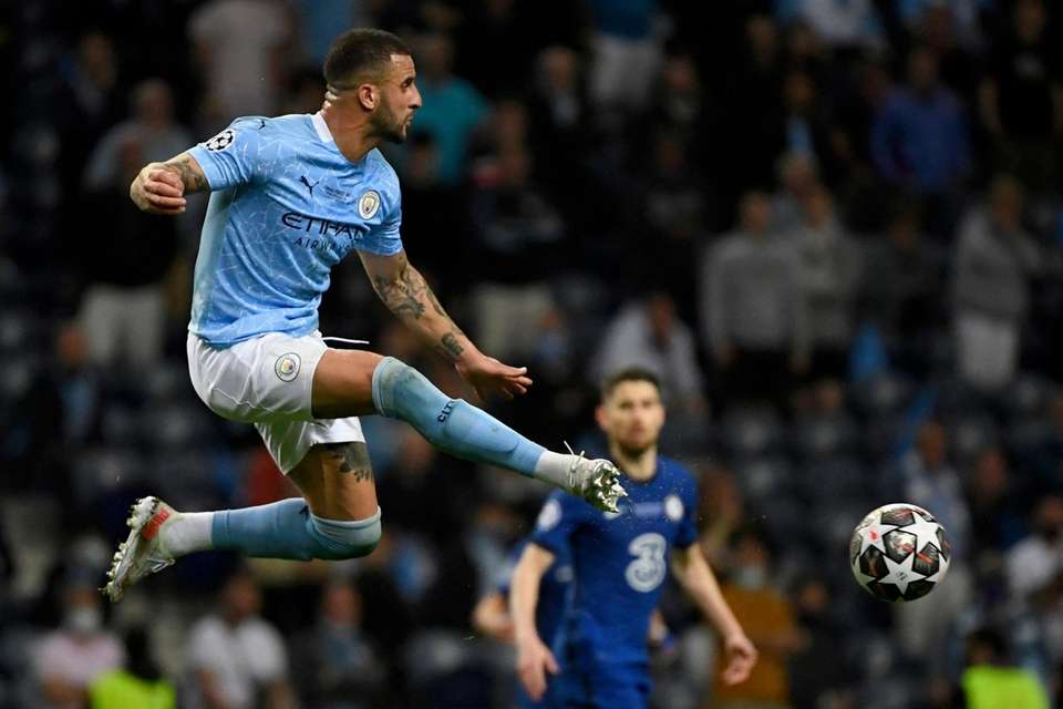 Manchester City's Kyle Walker leaps for the ball