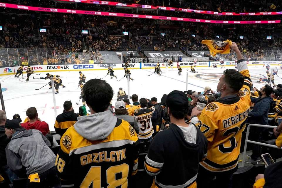 A full capacity crowd watch Boston Bruins players