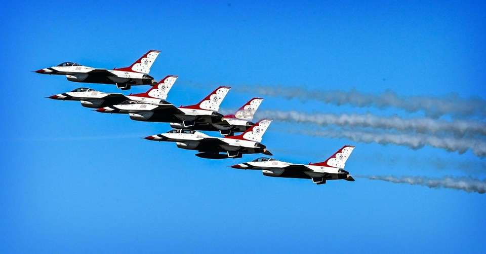 The United States Air Force Thunderbirds arrive at