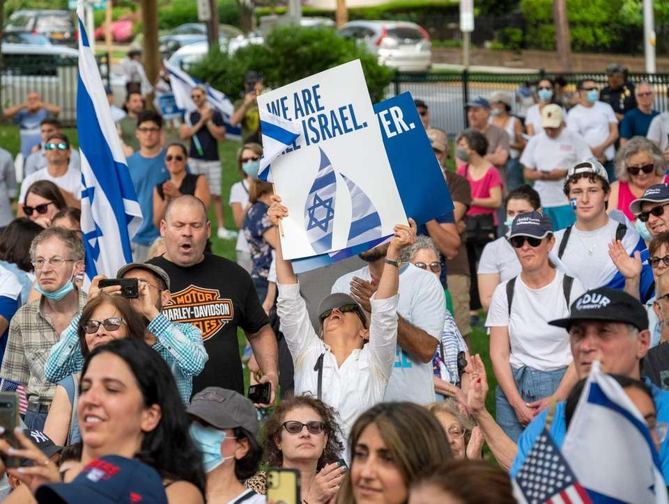Rally in Great Neck in support of Israel