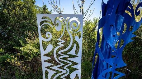 "Phyllis Hammond's ""Conversation,"" at Peconic Landing Sculpture Garden"