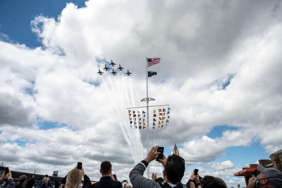The US Air Force Thunderbirds take to the