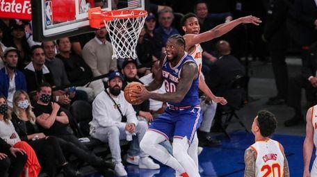 Knicks forward Julius Randle (30) drives to the