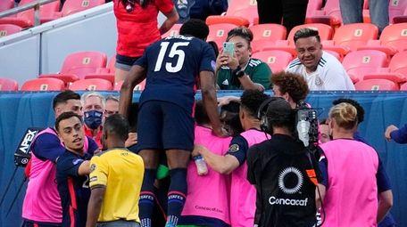 U.S. players celebrate a goal by Jordan Siebatcheu