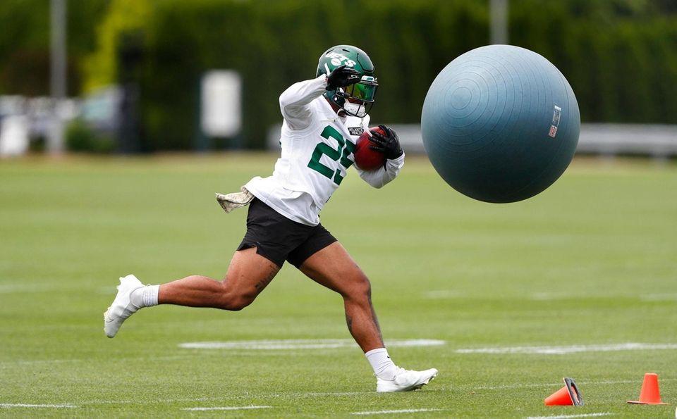 New York Jets running back Ty Johnson during