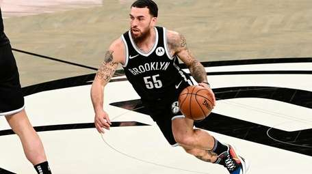Mike James of the Brooklyn Nets handles the