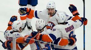 New York Islanders center Jean-Gabriel Pageau (44), left