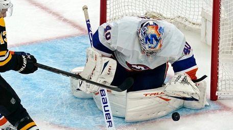 Islanders goaltender Semyon Varlamov keeps the puck in