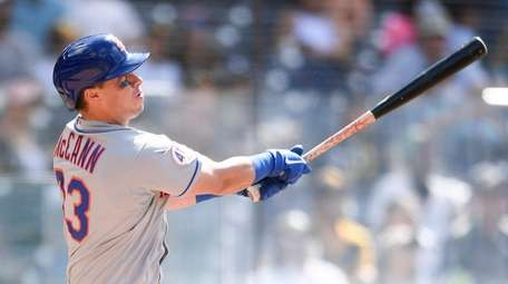 James McCann #33 of the Mets hits a