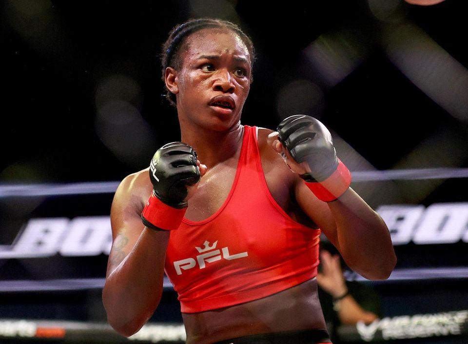 Claressa Shields fights Brittney Elkin during the second