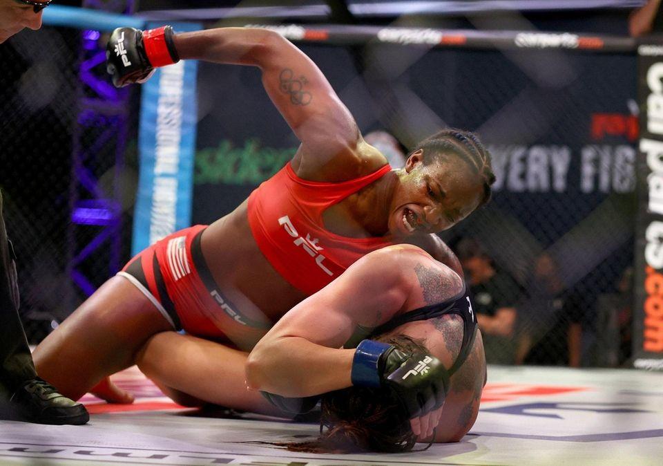 Claressa Shields punches Brittney Elkin during the third