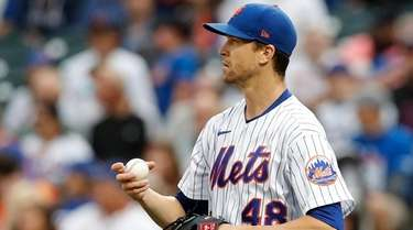 Jacob deGrom #48 of the Mets looks on