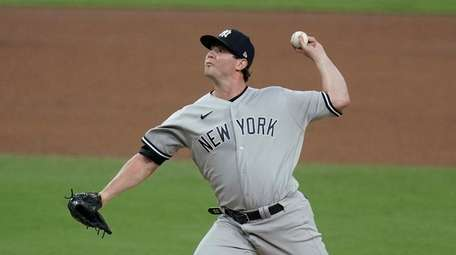 Yankees' Zack Britton throws during the sixth inning