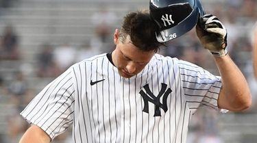 Yankees second baseman DJ LeMahieu removes his helmet