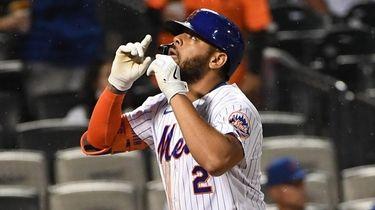 New York Mets left fielder Dominic Smith runs