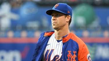 Mets starting pitcher Jacob deGrom walks to the