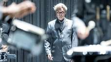 """David Byrne's """"American Utopia"""" is returning to Broadway"""