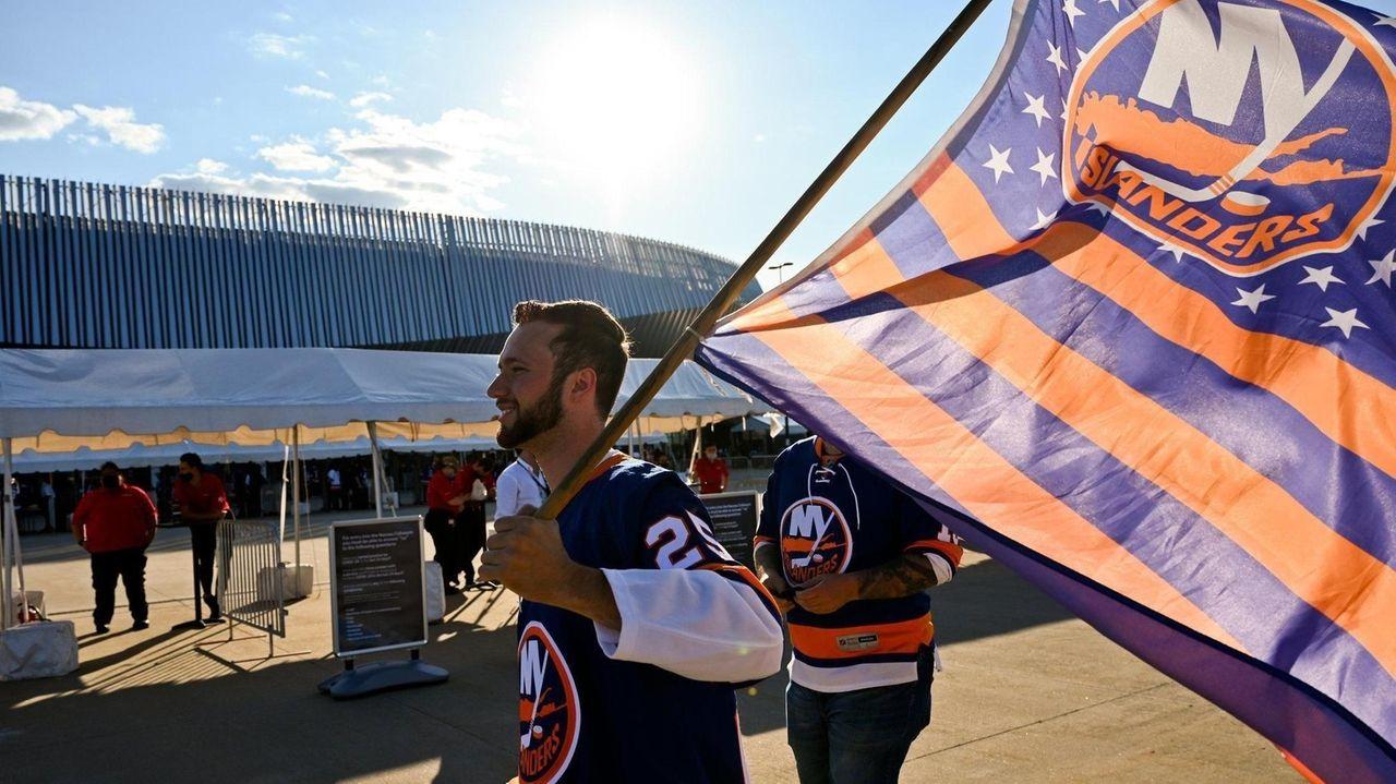 Islanders fans gatheredon Thursday nightat Nassau Coliseum for