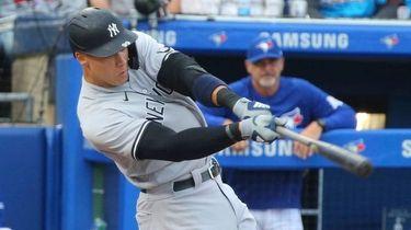 Yankees Aaron Judge hits a single off Toronto