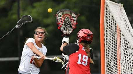 Anna Spehr of Cold Spring Harbor shoots and
