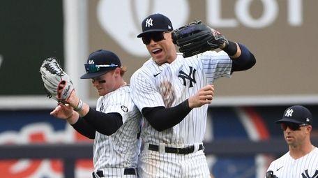 Yankees right fielder Aaron Judge and left fielder