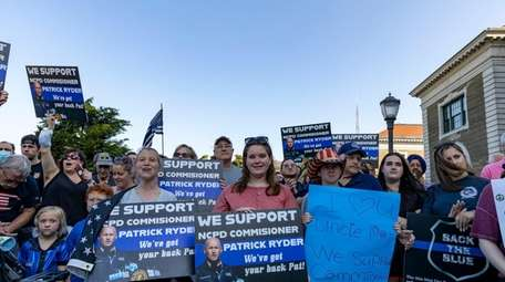 Rally to show support for Nassau Police Commissioner