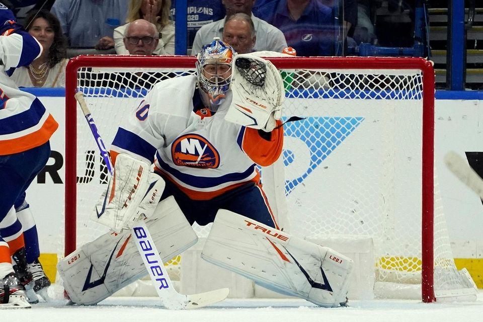 New York Islanders goaltender Semyon Varlamov makes a