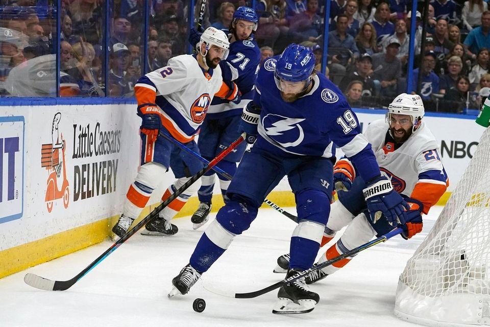 Tampa Bay Lightning center Barclay Goodrow (19) moves