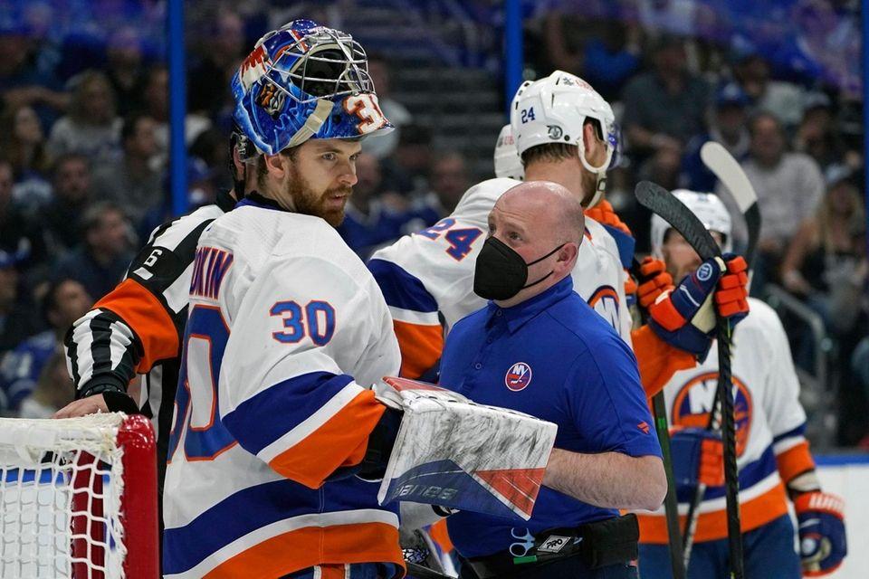New York Islanders goaltender Ilya Sorokin (30) is