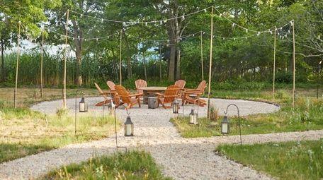 An outdoor dining setup at Stone Creek Inn