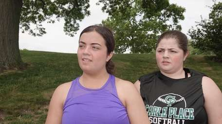 Sydney Perruzza, 22, left, and her sister Carly