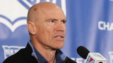 Rangers great Mark Messier meets with the media