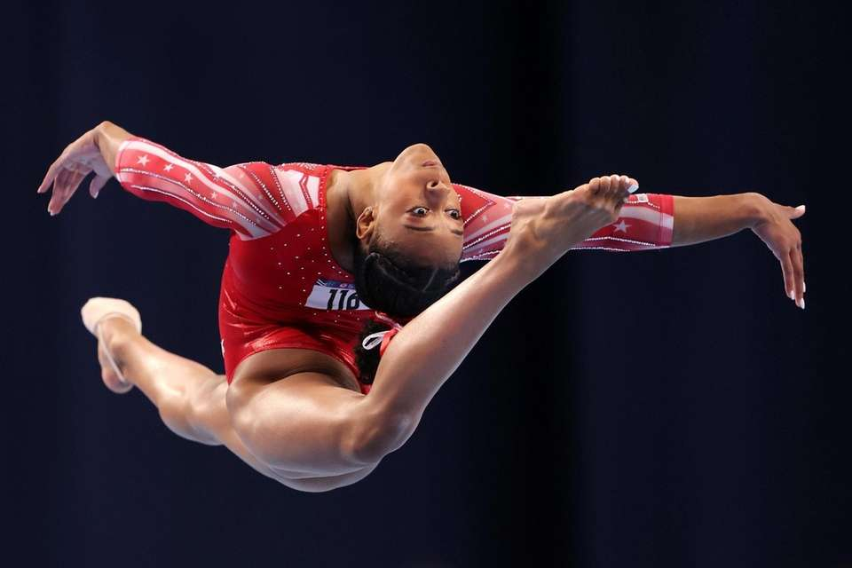 Amari Drayton competes in the floor exercise during
