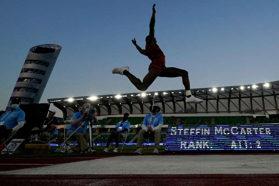 Steffin McCarter competes during the finals of the