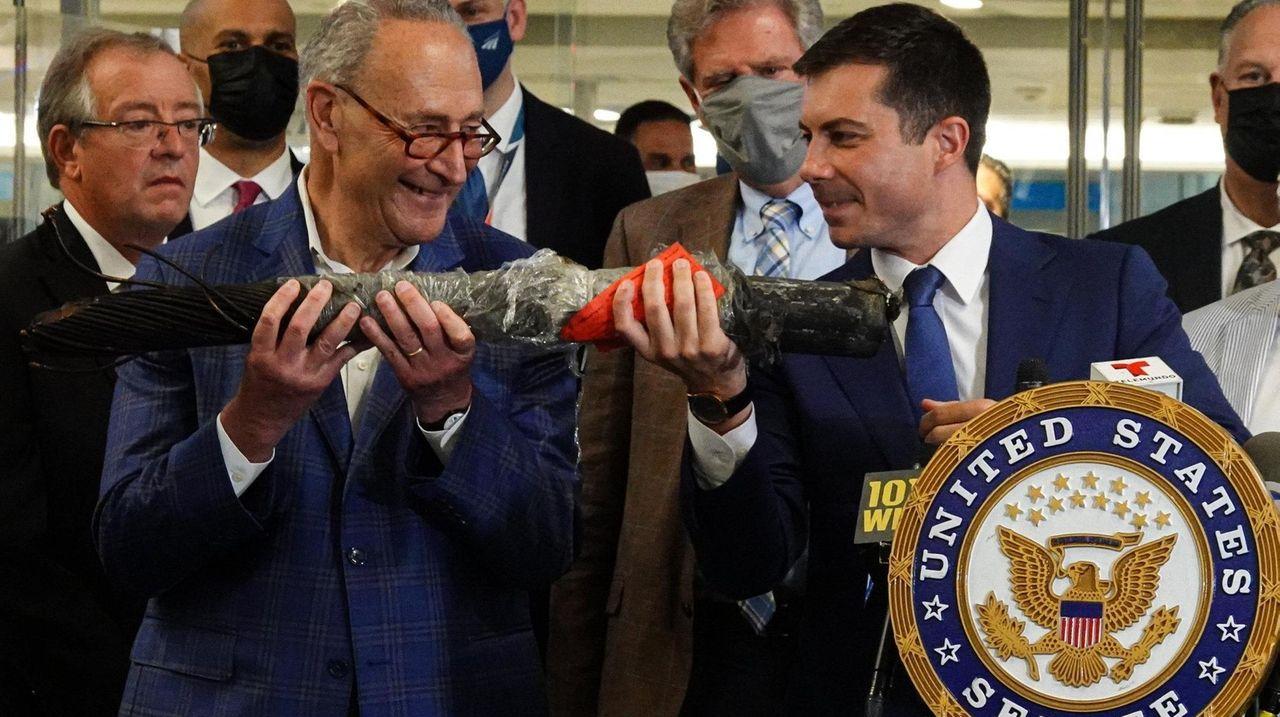 Sen. Chuck Schumer (D-N.Y.) called the Gateway Tunnel