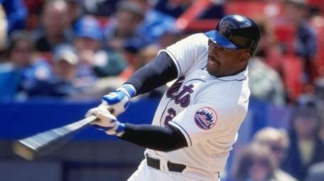 Bobby Bonilla of the Mets swings at the